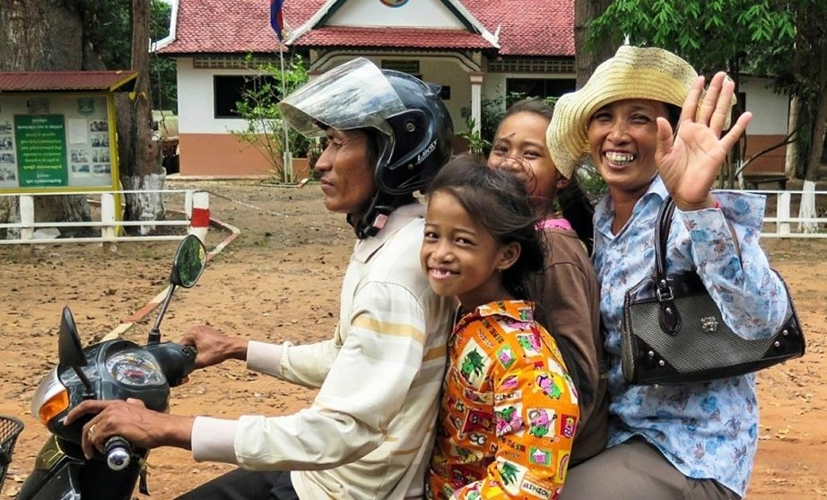Kambozhassa mopon kyytiin mahtuu koko perhe.