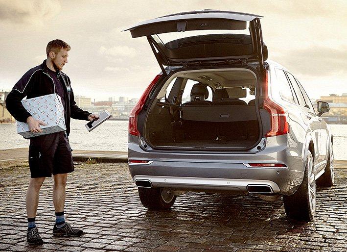 Volvo In-car Delivery toimii digitaalisella avaimella, jolla pääsee kerran autoon sisään. Palvelu toimittaa lelut, lahjat, elintarvikkeet ja juomat suoraan asiakkaiden autoihin.