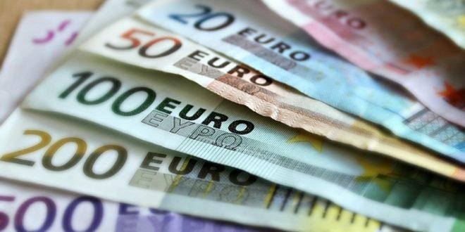 Palkka- ja palkkiotulojen mediaani 2 899 euroa