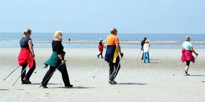 Sauvakävelijä käyttää myös ylävartalon lihaksia